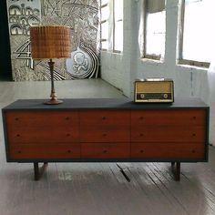 Commode vintage en bois Mid century. Made in Mtl. Rehaussé par Mixxy Design
