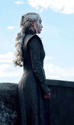 Daenerys targaryen game of thrones Art Game Of Thrones, Game Of Thrones Facts, Game Of Thrones Quotes, Game Of Thrones Funny, Emilia Clarke Daenerys Targaryen, Game Of Throne Daenerys, Daenerys Targaryen Aesthetic, Cersei Lannister, Winter Is Here