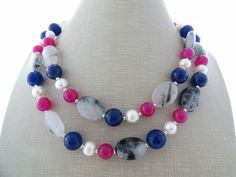 Collana con pietre dure quarzo grigio, agata blu, giada e perle Sofia's Bijoux…