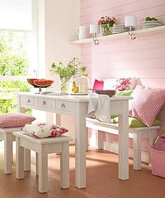 [Those throw pillows look very awkward to sit on.  But I like the pale pink board wall.] Cocina