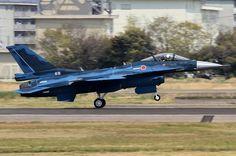 F-2戦闘機は航空自衛隊の主要戦闘機の一つで、F-1戦闘機の後継機でもある。三菱重工業とロッキード・マーティンが、F-16戦闘機をベースに共同開発。