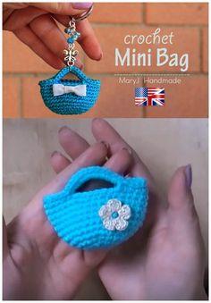 This Crochet Miniature Bag Key Chain is a perfect small crochet project. Crochet Daisy, Crochet Girls, Cute Crochet, Crochet Toys, Knitting Dolls Clothes, Crochet Doll Clothes, Diy Sac Papier, Crochet Designs, Crochet Patterns