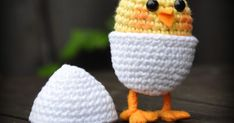Crochet pattern Chick in egg on legs Crochet with Creative Cotton. Crochet hook no. 3 Pipe holder, safety eyes and felt. Cotton Crochet, Crochet Toys, Crochet Baby, Free Crochet, Knit Crochet, Easter Crochet Patterns, Diy Ostern, Easter Crafts, Baby Quilts