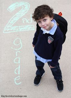 Back-To-School Photo Ideas | Kim Byers, TheCelebrationShoppe.com #backtoschool #firstdayofschoolphoto