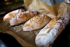 """Tyto domácí bagety jsou naprostá """"trhák"""" v celé naší rodině i u mých známých. Nepotřebujete ani domácí pekárnu, těsto si umícháte v míse a bagety upečete v klasické troubě. Cooking Bread, Bread Baking, Bread Recipes, Cooking Recipes, Czech Recipes, Vegan Bread, Fun Easy Recipes, Bread And Pastries, Ciabatta"""