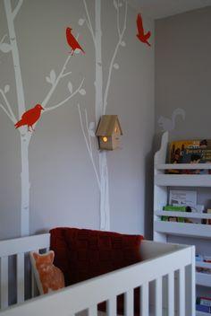 Decorating a children's room with a birdhouse  Ein Kinderzimmer mit einem Vogelhäuschen dekorieren