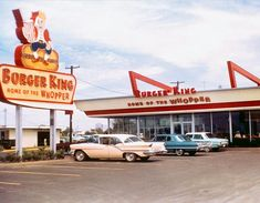 Cars at Burger King. 1969 // Vintage Old Photos from Famous Photographers from Around The World, Landscape Photography, Still Life Photography, and Nature Photography are among the Types of Photography,History of Photography Vintage Diner, Vintage Restaurant, Vintage Signs, Vintage Ads, Vintage Photos, Restaurant Signs, Retro Ads, Vintage Postcards, Drive In