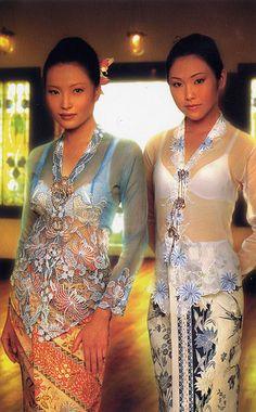 Peranakan Kebaya - traditional costume of my Ancestors Traditional Fabric, Traditional Fashion, Traditional Outfits, Kebaya Dress, Batik Kebaya, Modern Kebaya, Kebaya Encim Modern, Vietnam Costume, Indonesian Kebaya