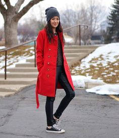 Red coat and converse Ootd Winter, Leather Leggings, Body Art Tattoos, What To Wear, Personal Style, Raincoat, Street Style, Style Inspiration, Fashion Trends