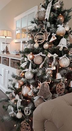 Warm & Cozy Rustic Farmhouse Christmas Home Tour 2015 43 Christmas Tree Ideas - . - Warm & Cozy Rustic Farmhouse Christmas Home Tour 2015 43 Christmas Tree Ideas – Captain Decor - Alternative Christmas Tree, Christmas Tree Design, Beautiful Christmas Trees, Noel Christmas, Christmas Wreaths, White Christmas, Minimal Christmas, Homemade Christmas, Christmas Ornaments