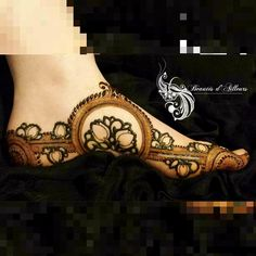 Do you remember my madness number 1 . Here is my madness number 2 😜 ! Mixing Henna and Hengua. Khafif Mehndi Design, Henna Designs Feet, Modern Mehndi Designs, Dulhan Mehndi Designs, Mehndi Design Pictures, Wedding Mehndi Designs, Beautiful Mehndi Design, Mehndi Designs For Hands, Mehndi Images