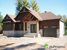 Bungalow de style moderne rustique avec garage dans le Domaine des Joyaux. Terrain boisé sur une...