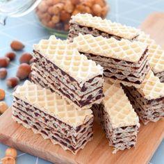 Wafle z kremem czekoladowo-orzechowym z daktyli