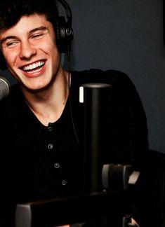 Shawn ...Dont smile asdasdasdasd XD