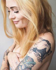 "88 Me gusta, 4 comentarios - Sofia Lou Åslund (@sofialou) en Instagram: ""The black sheep • tattoo and photo by my amazing man @jonatanpalm ❤️✨ #lapecoravera #blacksheep…"""