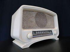VINTAGE OLD 1940s MID CENTURY CORONADO RADIO