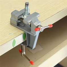Купить товарHot Sale 35mm Aluminum MiniAture Small Jewelers Hobby Clamp On Table Bench Vise Tool Vice http://ali.pub/0br8y