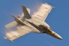 F18 Super Hornet sub-sonic vapor cloud.