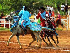 Cavalhada, encenação de combates,  na cidade de Poconé no Mato Grosso.