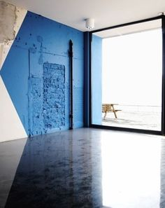 art + design + architecture = dream home Interior Exterior, Interior Architecture, Architecture Geometric, Architecture Awards, Contemporary Architecture, Color Inspiration, Interior Inspiration, Blue Walls, Office Interiors