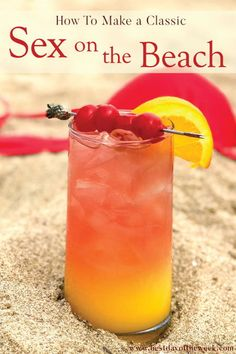 A classic cocktail with vodka, peach liqueur, cranberry and orange juice. This drink is about as easy as it gets when it comes to cocktail-making. It's great for making in big batches for a crowd in the summer, poolside or in your own backyard. Beach Cocktails, Cocktail Drinks, Cocktail Movie, Cocktail Sauce, Cocktail Attire, Cocktail Shaker, Peach Vodka Drinks, Vodka Mixed Drinks, Fruity Alcohol Drinks