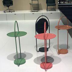 """STORM - новая модель стола с универсальными качествами. Александр Лервик говорит: """"Я пришел к идее создания стола, у которого столешница в виде подноса будет опускаться, и за счет этого появится возможность повесить стол на стену, когда нет в нем необходимости. Столик STORM может легким движением руки складываться и храниться в подвешенном положении. Перед вами открывается возможность внести изменение  в помещении и сделать из столика декоративную деталь на стене""""."""