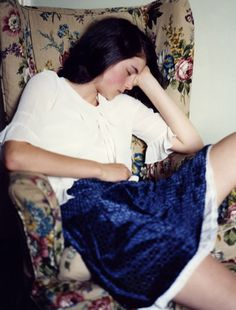 woman sleeping in chair velvet skirt Style Grunge Soft, Grunge Fashion Soft, John Batho, Millie Brady, Taurus Woman, Lolita, Velvet Skirt, Color Inspiration, Tie Dye Skirt