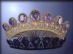 THREE COLOUR GOLD AND AMETHYST TIARA, CIRCA 1825