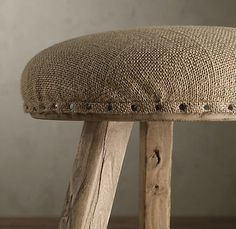 burlap redo- great idea, I need to recover some pieces for a staging, good… jute Burlap Projects, Burlap Crafts, Burlap Lace, Hessian, Painted Furniture, Diy Furniture, Vintage Furniture, Furniture Design, Restoration Hardware