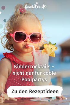 Wie Mama und Papa freuen sich auch die Kids an heißen Sommertagen oder auf Partys über fruchtig-frische Cocktails. Wir haben in unserer Galerie leckere Rezepte für euch gesammelt – natürlich alle alkoholfrei! Dennoch: Wie die Cocktails für die Großen sind auch die Kindercocktails nur in Maßen zu genießen, denn in ihnen stecken vor allem Fruchtsäfte und damit jede Menge Zucker. #kindercocktail #rezepte #frucht #obst #zucker #rezeptideen #party #feiern #kind #lebenmitkindern #poolparty…