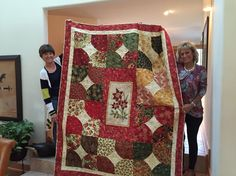 The donation raffle quilt I made for the Bayside Bazaar based on The 10 Minute Block.  Won by my friend Robin!