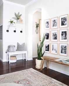 65 white paint colors are very attractive for the atmosphere of your living room . - Wohnaccessoires - 65 white paint colors are very attractive for the atmosphere of your living room - Entryway Wall Decor, Decor Room, Living Room Decor, Diy Home Decor, Hallway Bench, Entry Wall, Dining Room, Bedroom Decor, Bedroom Wall