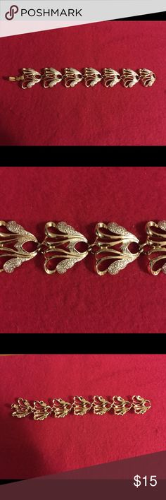 "SARAH COVENTRY BRACLET Beautiful vintage gold Sarah Coventry bracelet. Measures 7.5"" from end to end. This is from the Frosted Feathers collection of the late 50's to early 60's. Shiny gold tone setting with textured silver tone highlights. Piece is signed Sarah Cov. Excellent condition. Vintage Jewelry Bracelets"