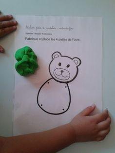 L'atelier pâte à modeler permet de travailler la motricité fine. les enfants modèlent des colombins pour réaliser les 4 pattes de l'ours [gallery type=»rectangular&raq…