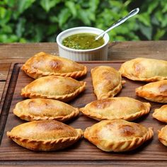 14 Great Appetizers From All Around The World Argentine Empanadas Easy Appetizer Recipes, Healthy Appetizers, Appetizers For Party, Party Recipes, Beef Empanadas, Empanadas Recipe, Argentina Food, Corvina, Healthy Vegetable Recipes