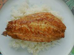 Filets de pageots marinés au soja: Pour cette recette, les filet de poisson (ici du pageot, un poisson rose, cousin de la daurade) sont marinés dans un mélange de sauce soja, citron vert et huile d'olive avant d'êtres poêlés.