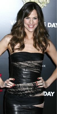 Celeb mom spotlight: Jennifer Garner - Why we love her hands-on parenting style and her chic summer looks