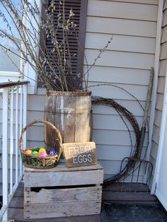 Easter porch decor ideas, Easter decoration ideas for your home, Easter DIY decor. Add a wreath on your door. Country Front Porches, Front Porch Makeover, Seasonal Decor, Holiday Decor, Diy Ostern, Porch Decorating, Decorating Ideas, Decor Ideas, Cool Diy