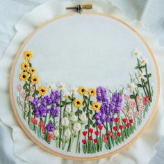 Artículos similares a Aro de bordado de flores personalizadas, flores silvestres arte, mano bordado aro, flor colgante de pared, arte grabado, Floral Floral, personalizar aro en Etsy