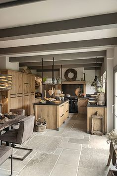 Küche und Esszimmer Tough oak family kitchen, # oak # family kitchen But it is important to r Kitchen Island Lighting, Kitchen Remodel, Small Space Kitchen, Interior Design Kitchen, Farmhouse Kitchen Island, House Interior, Rustic Kitchen, Kitchen Design, Rustic House