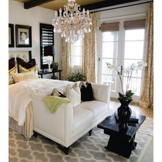 Adding a chandelier to your bedroom is one way to add a touch of romance & charm to the decor. - Architecture and Home Decor - Bedroom - Bathroom - Kitchen And Living Room Interior Design Decorating Ideas - Living Room Blinds, Bedroom Blinds, House Blinds, Bedroom Bed, Deco Studio, Chandelier Bedroom, Gold Chandelier, Chandelier Ideas, Bedroom Lighting