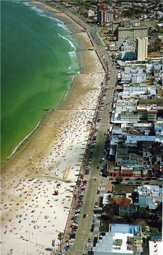 Vista aerea de la rambla y playas de Piriapolis, Departamento de Maldonado, Uruguay.