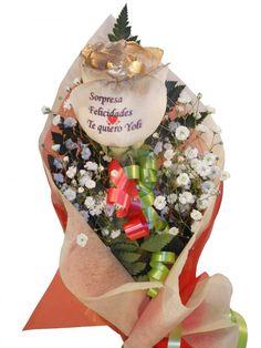 Envio de rosa a domicilio con los petalos dorados y tatuaje de una frase dedicatoria, visitanos en floristeria online Graficflower y sorprendelos.