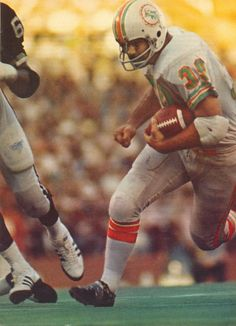 Larry Csonka, Running Back, Miami Dolphins World Football League, Nfl Football Players, Steelers Football, National Football League, Nfl Playoffs, 1972 Miami Dolphins, Nfl Dolphins, Canadian Football, American Football