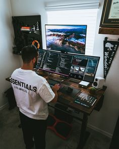 Computer Desk Setup, Gaming Room Setup, Pc Setup, Home Studio Setup, Home Office Setup, Home Office Design, Bedroom Setup, Home Tech, Game Room Design