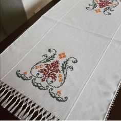 This post was discovered by vu Cross Stitch Borders, Cross Stitch Flowers, Cross Stitch Patterns, Crewel Embroidery, Cross Stitch Embroidery, Graphic Design Portfolio Examples, Hand Embroidery Design Patterns, Hem Stitch, Palestinian Embroidery