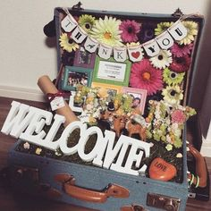 かわいいを詰めよう♡海外ヴィンテージ風が素敵な『ウェルカムトランク』のアイデアまとめ* | marry[マリー] Wedding Boxes, Tree Wedding, Wedding Cards, Diy Wedding, Wedding Reception, Wedding Welcome Board, Welcome Boards, Wedding Images, Wedding Designs