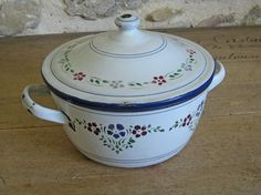 French enamel cooking pot with lid and handpainted by Histoires