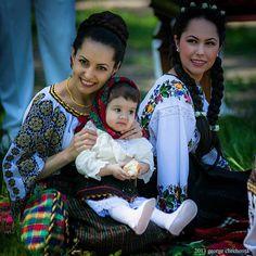 Romanian women dressed in folk Folk Costume, Costumes, Romania People, Romanian Women, Polish Embroidery, Ukrainian Dress, Bless The Child, Traditional Dresses, Culture