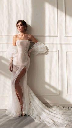 Wedding Dress Trends, Dream Wedding Dresses, Bridal Dresses, Unique Wedding Gowns, Slit Wedding Dress, Dresses To Wear To A Wedding, Fashion Wedding Dress, Couture Wedding Gowns, Bridal Fashion Week
